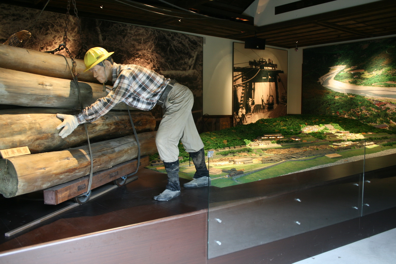 The Nostalgia Hall in Lintienshan Forestry Cultural Park shows how logging was done in the past.