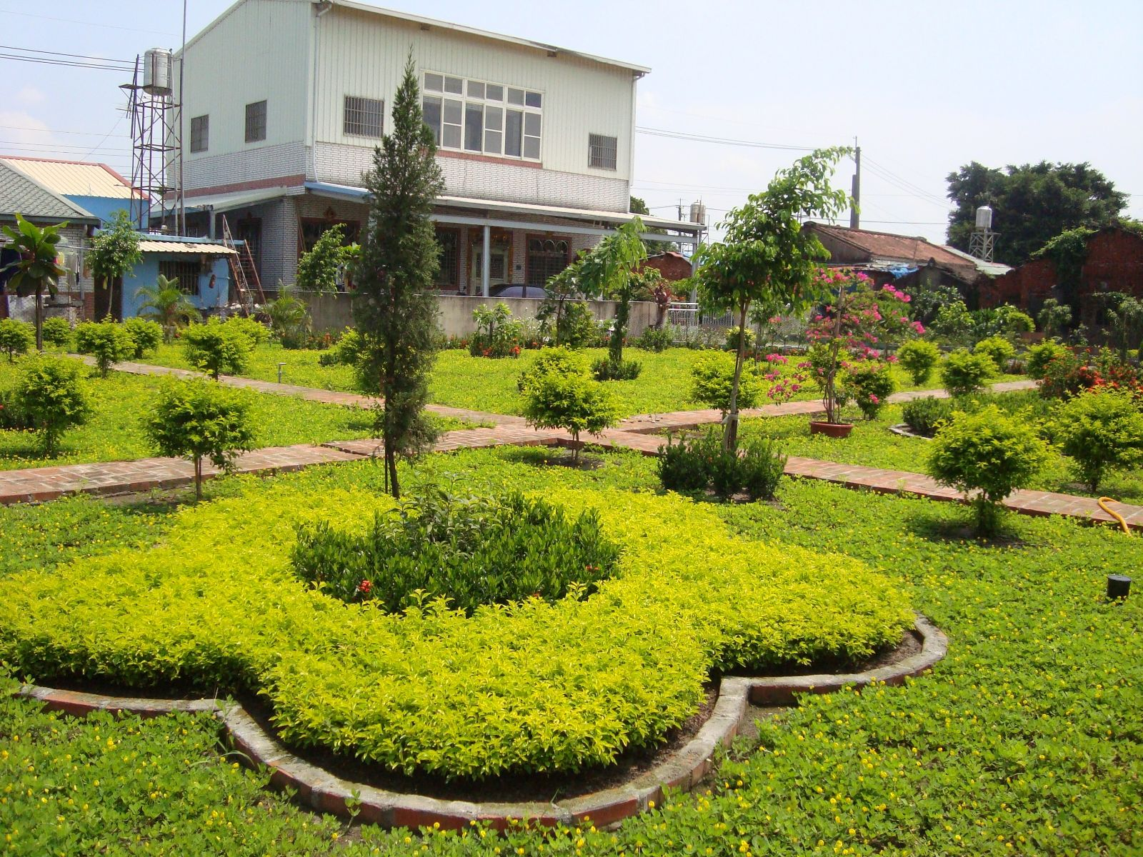 The Jiouming Community in Jiouru Township, Pingtung County - After the environmental reform, the community has become a beautiful garden.